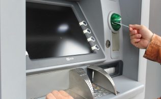 ATM Kartsız Para Çekme Yolları 316x195 - ATM'den Kartsız Para Çekmenin 4 Pratik Yolu