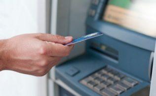 ATM'ye Sıkışan Parayı Alma Yöntemleri 316x195 - ATM'ye Sıkışan Parayı Geri Almanın 5 Yolu