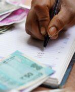 Kredi Borcu Odenmezse Ne Olur 148x180 - Bankalara Borcum Var Ödeyemiyorum Ne Yapmalıyım?